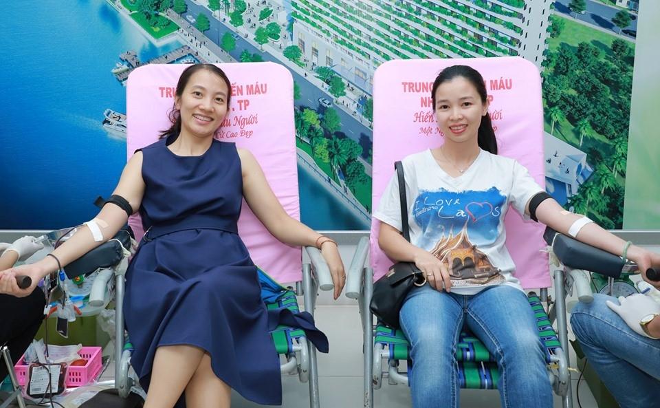 200 Người Tham Gia Hiến Máu Nhân Đạo Tại Adam Khoo Education!