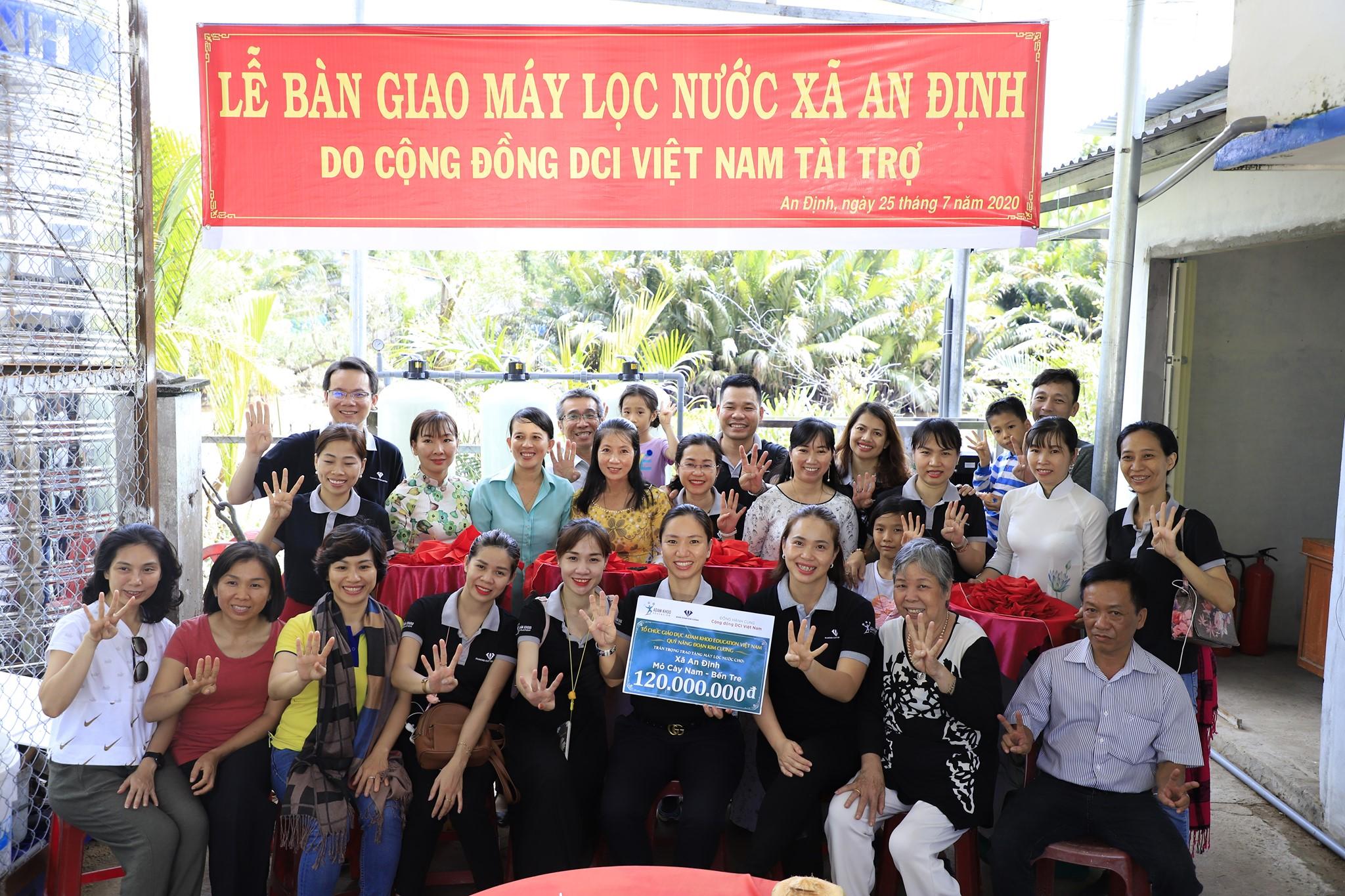DCI Việt Nam trao tặng 2 máy lọc nước và 4 ngôi nhà tình thương tại tỉnh Bến Tre