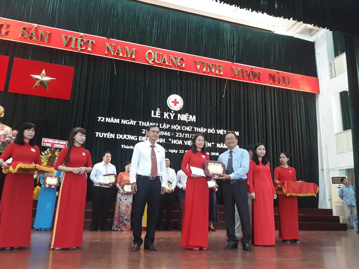 Hội chữ thập đỏ Việt Nam vinh danh Adam Khoo Education - Quỹ Năng Đoạn Kim Cương