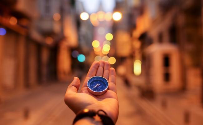 Nhà Giả Kim của Paulo Coelho - Chỉ dẫn của thực tại cho giấc mơ thực sự của bạn